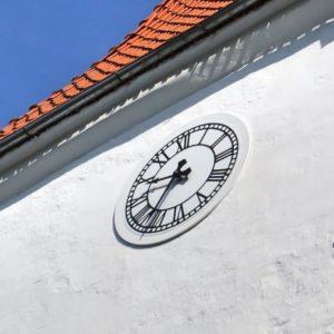 Фасадные большие часы купить установить цена минск